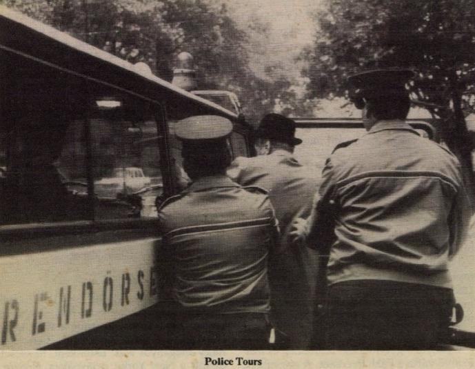 Rendőrségi begyűjtés / Fotó: Beszélő, 1991