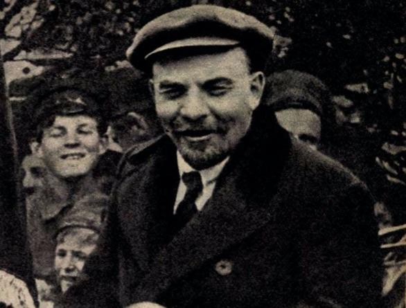 Lenin egy 1919-es propaganda-híradó képkockáján / Forrás: Képes Újság