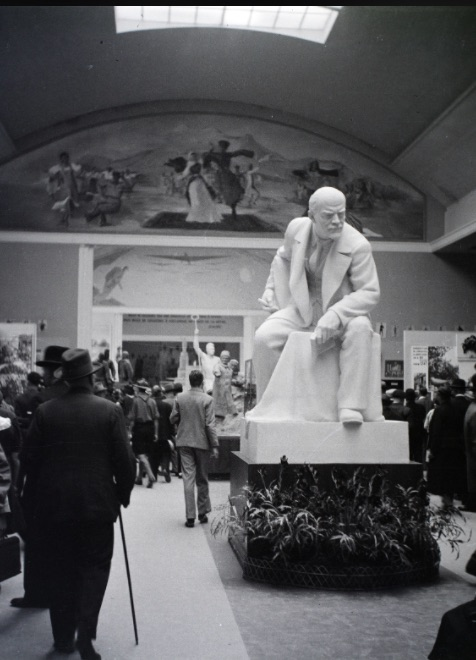 Lenin szobra a párizsi Világkiállításon (1937) / Fotó: Fortepan.hu, ad.: Ladinek Viktor